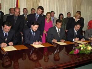 Framework agreement 2001 archive photo 4x3